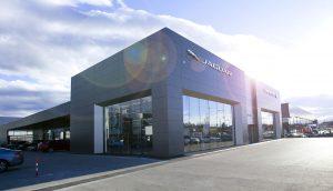 Auto Stahl Außenanlage Wien 23 Jaguar Land Rover Flagship Store in der Brunner Straße 81a, 1230 Wien