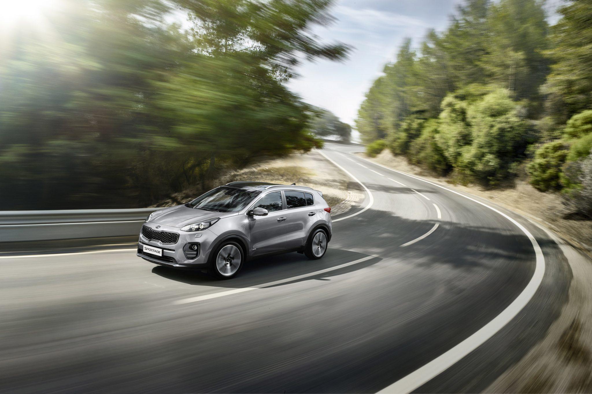Kia Sportage Kurve Straße Seitenansicht Outdoor Silber Auto Stahl