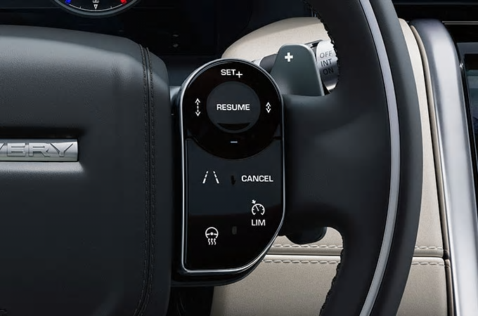 Auto Stahl der neue Discovery Sport 2019 Innenansicht Lenkrad Fernbedienung