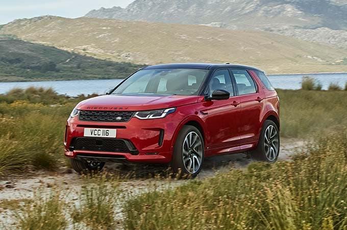 Auto Stahl der neue Discovery Sport 2019 Rot Seitenansicht Frontansicht Berge