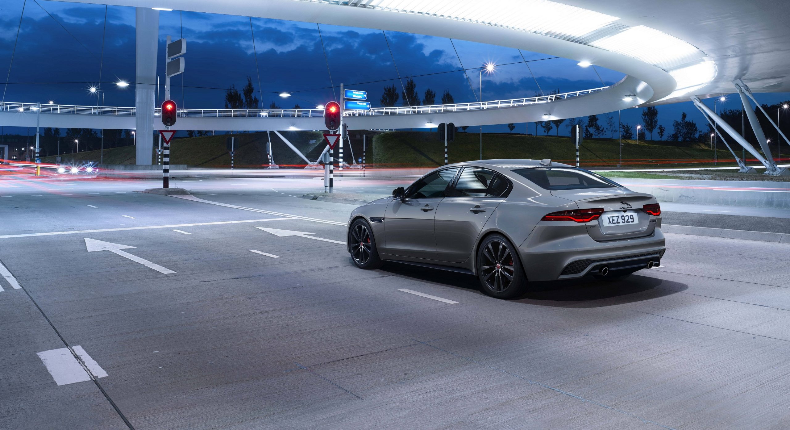 Jaguar XE R-Dynamic Black Edition