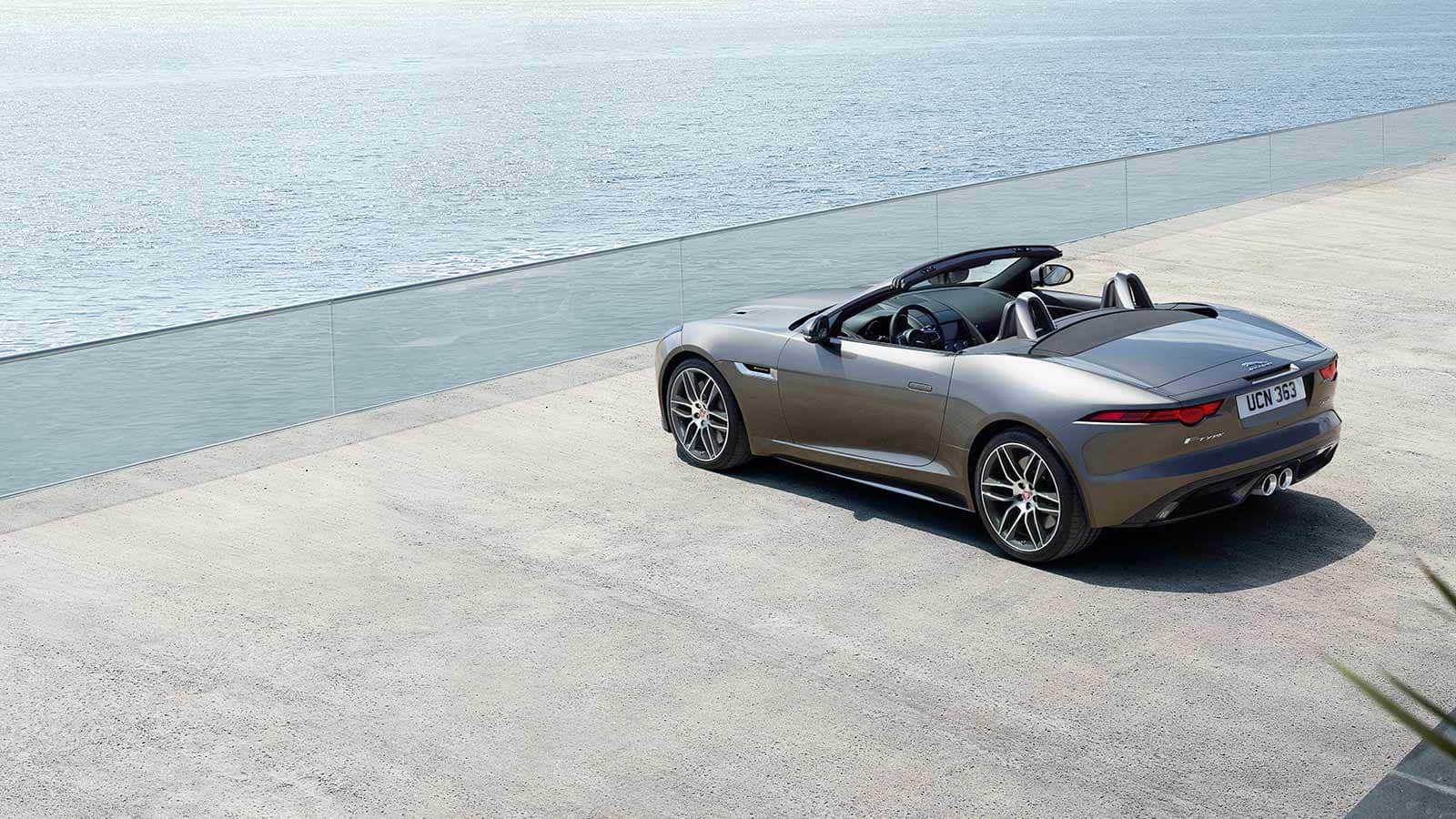 Jaguar F-Type SVR Cabriolet Strand Silber Seitenansicht