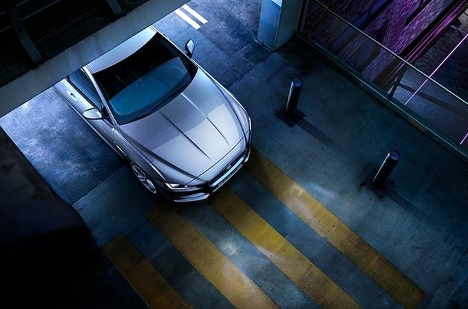 Auto Stahl der neue Jaguar XE 2019 Vogelperspektive Silber