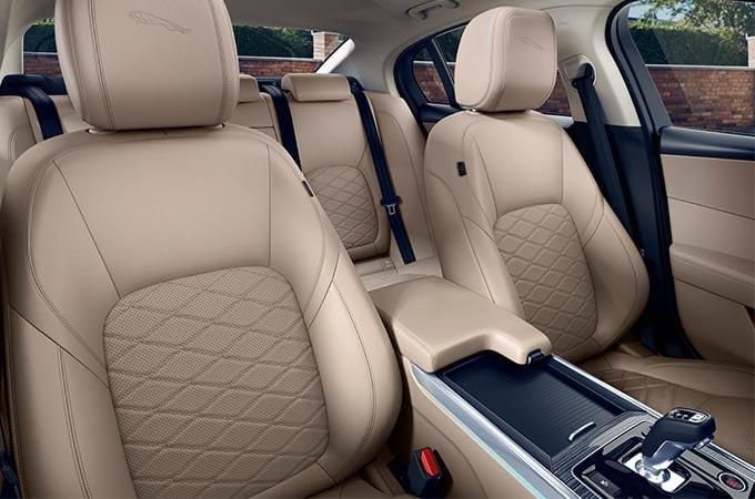 Auto Stahl der neue Jaguar XE 2019 Interieur Beige Leder Sitze