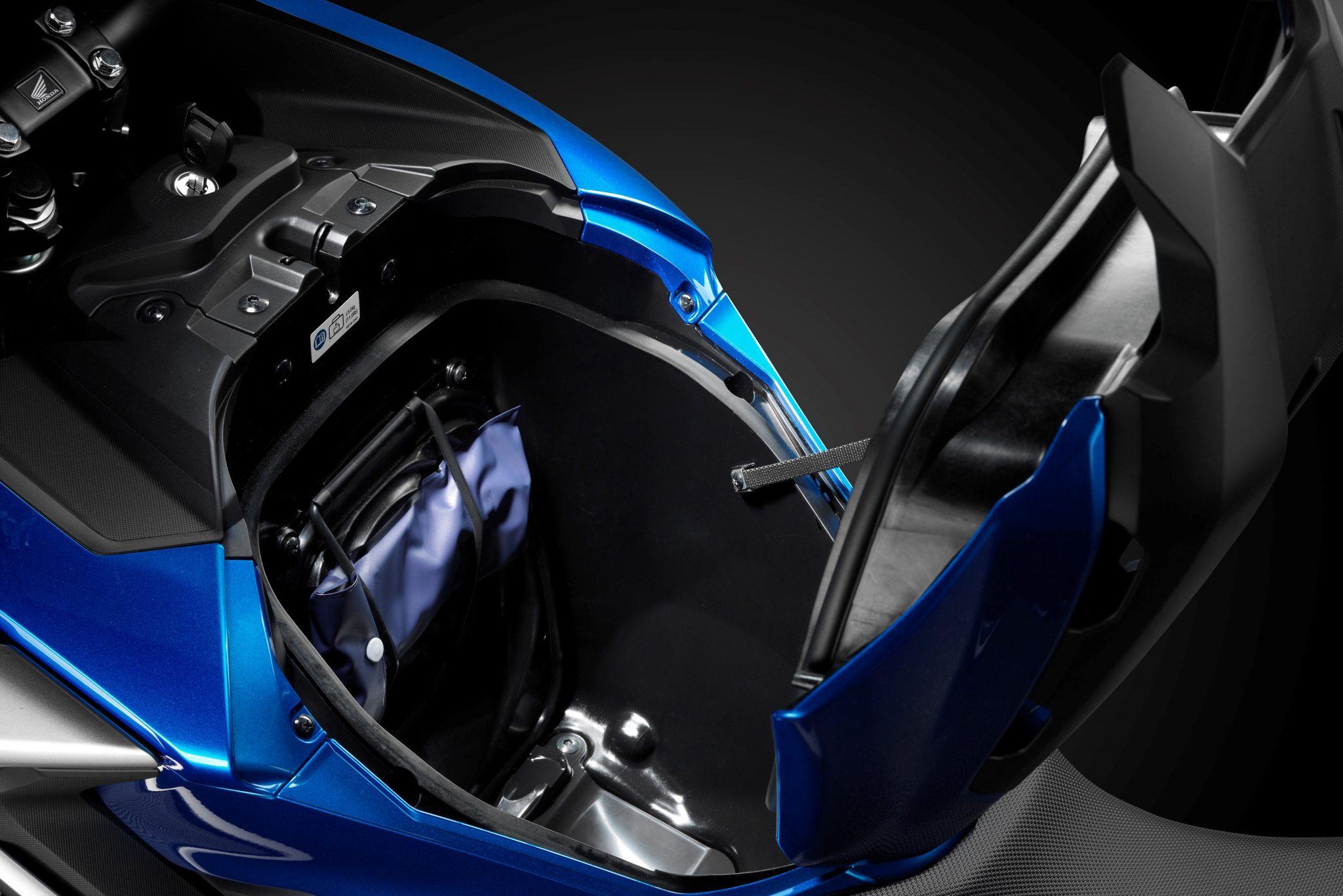 Honda NC750X DCT ABS bei Auto Stahl Stauraum