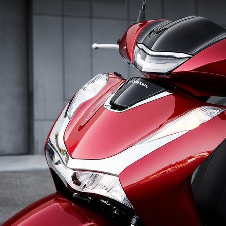 Honda SH150i Auto Stahl Frontansicht Scheinwerfer