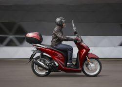 Honda SH150i bei Auto Stahl Seitenansicht