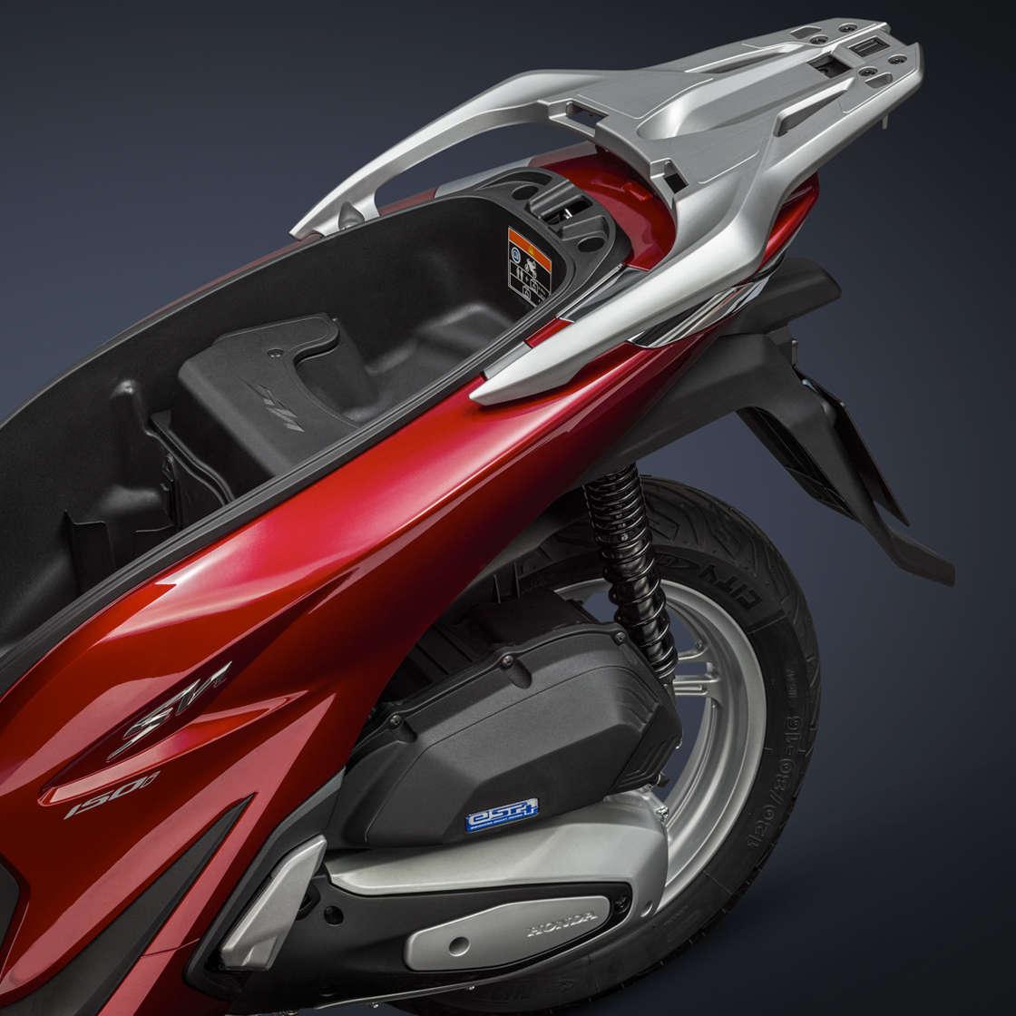 Honda SH150i bei Auto Stahl Stau Fach