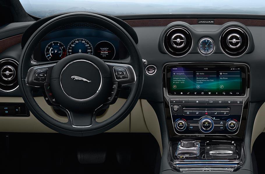 Jaguar XJ Innenansicht Schwarz Lenkrad Mittelkonsole
