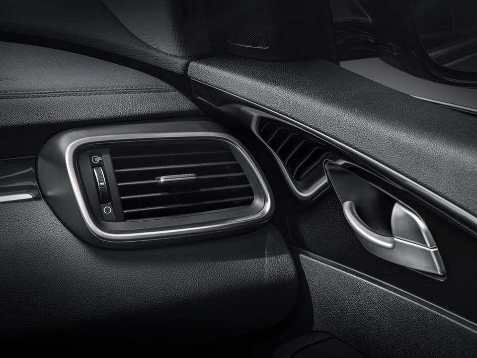 Kia Sorento bei Auto Stahl Innenansicht Details