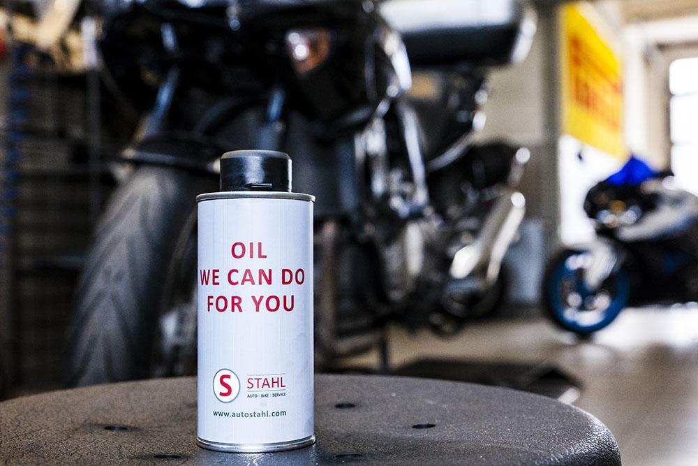Auch ein Ölwechsel kann vor dem Einwintern nötig sein.