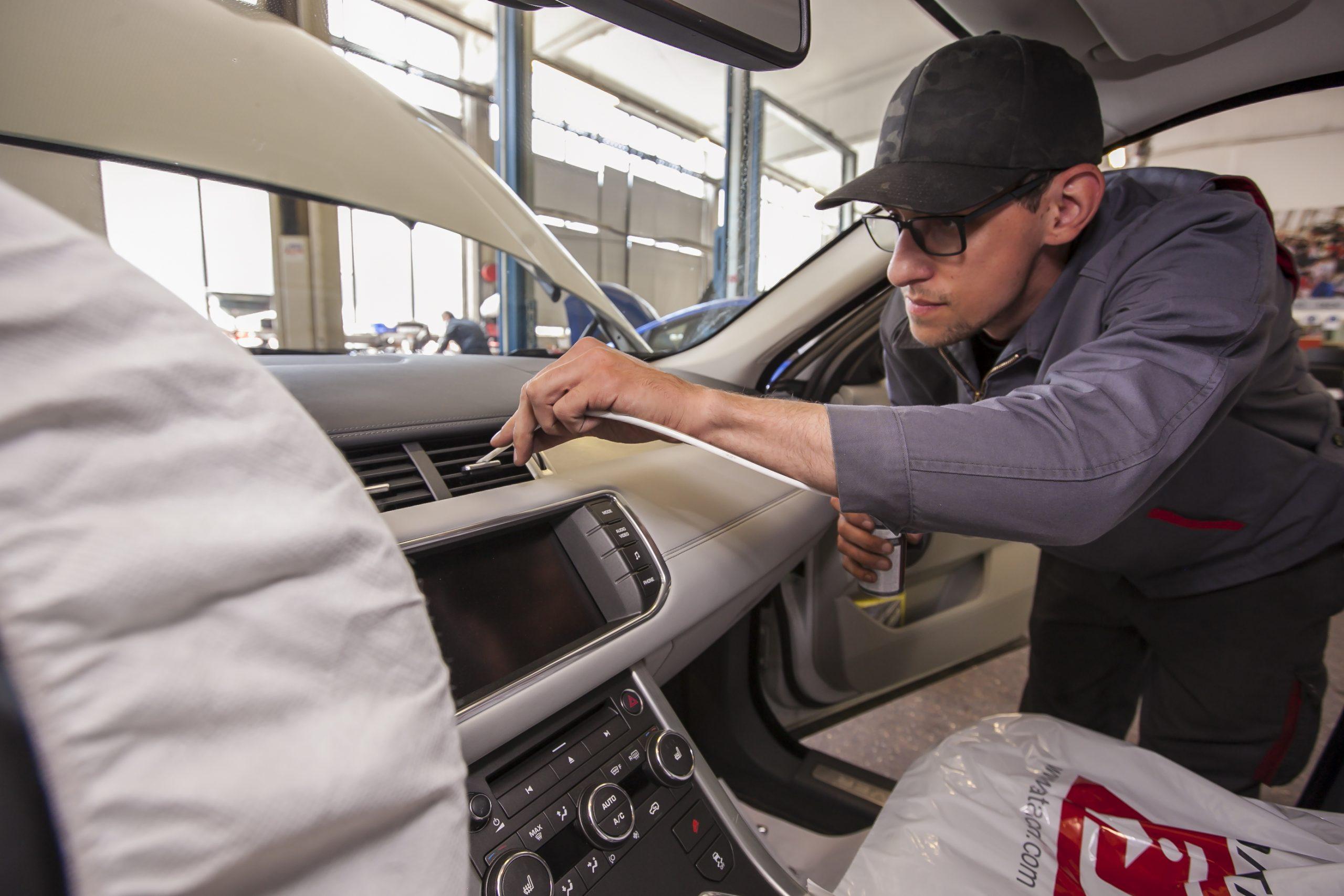 Auto Stahl Automobiles Service Klimaanlagenservice mit Desinfektion und Pollenfiltertausch