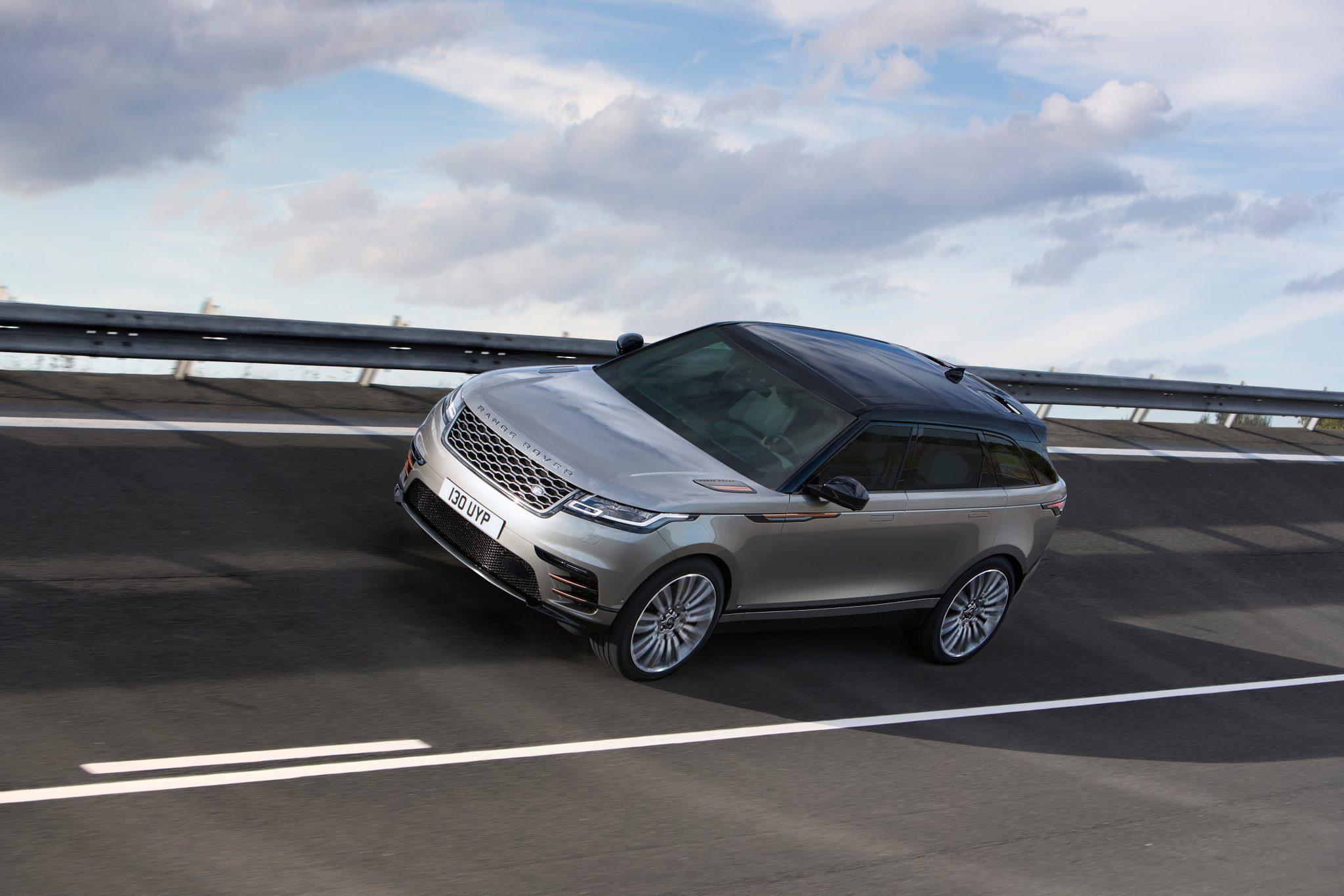 Range Rover Velar bei Auto Stahl auf der Straße
