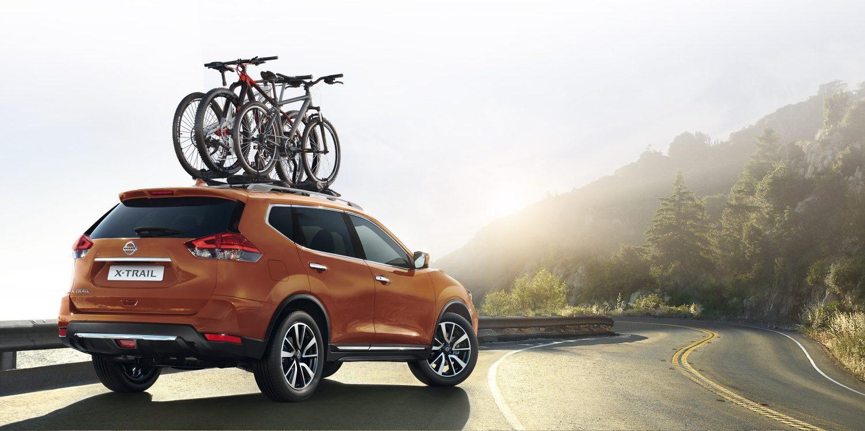 Nissan XTrail bei Auto Stahl Seitenansicht Orange Auto Fahrradträger Dachträger Straße