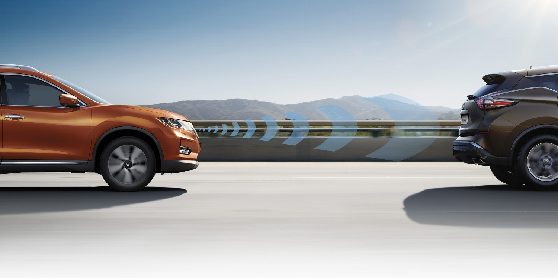 Nissan X-Trail bei Auto Stahl Notbremsassistent Straße
