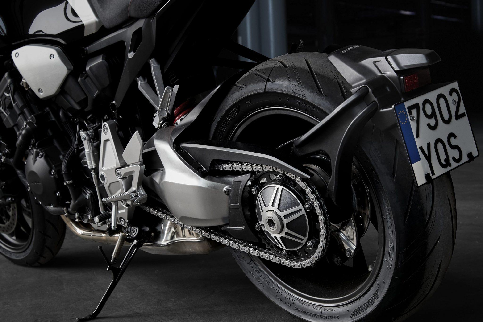 Honda Bike CB1000R 2018 bei Auto Stahl Schwarz Silber Hinterreifen