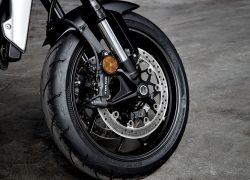 Honda Bike CB1000R 2018 bei Auto Stahl Reifen Gummi Schwarz