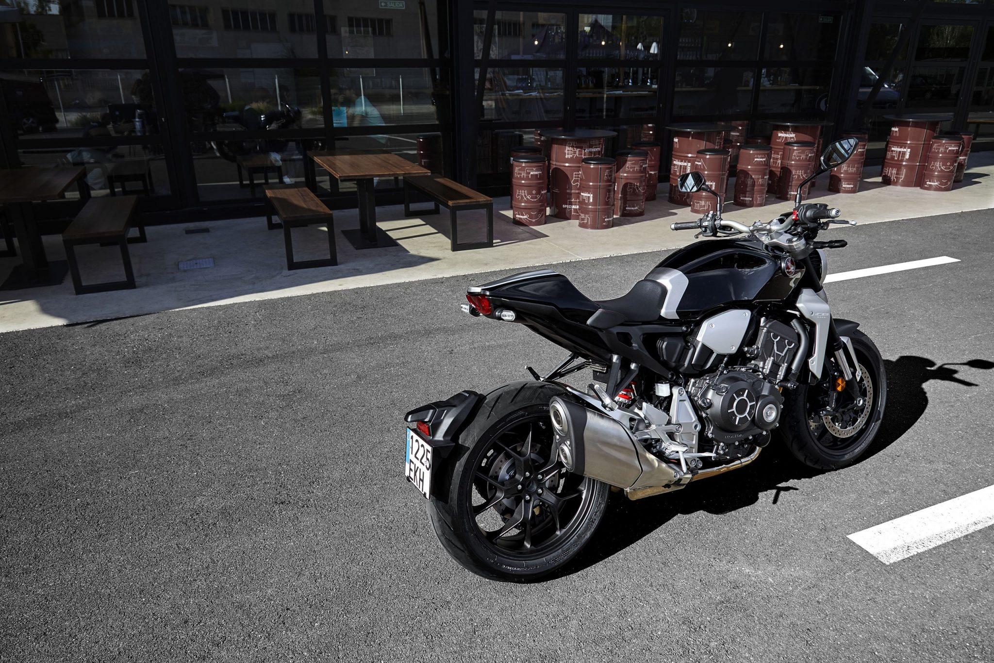 Honda Bike CB1000R 2018 bei Auto Stahl Seitansicht Schwarz Silber Straße