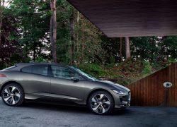 Jaguar I-Pace bei Auto Stahl Seitenansicht Grau beim laden