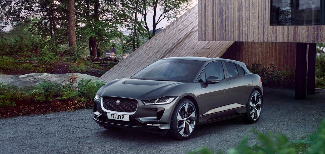 Jaguar I-Pace bei Auto Stahl Seitenansicht Frontansicht Grau Elektro