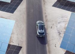 Jaguar I-Pace bei Auto Stahl Vogelperspektive Sand Grau Panoramadach