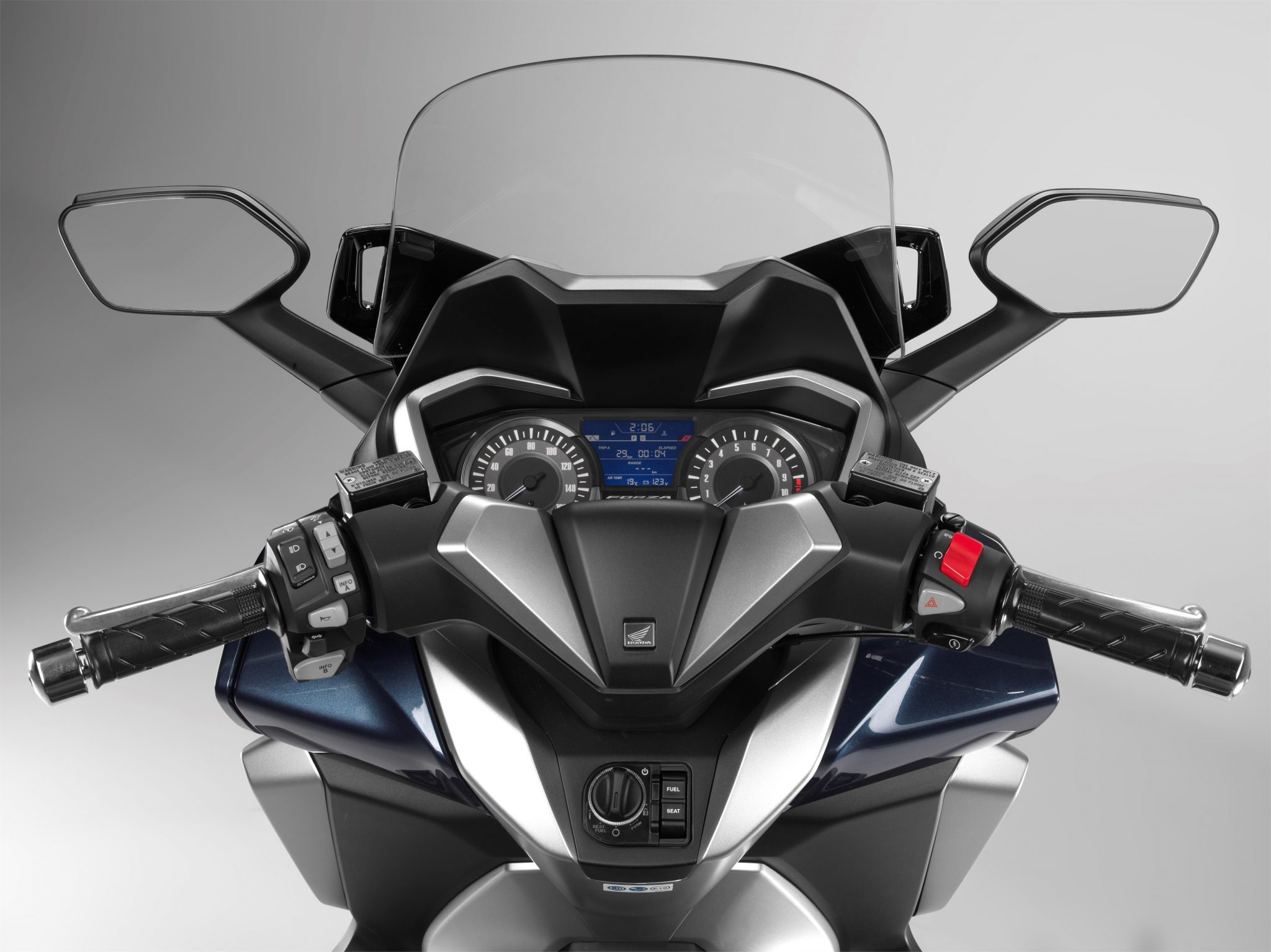 Honda Forza 300 bei Auto Stahl Tacho Lenker Windschild Blau Silber