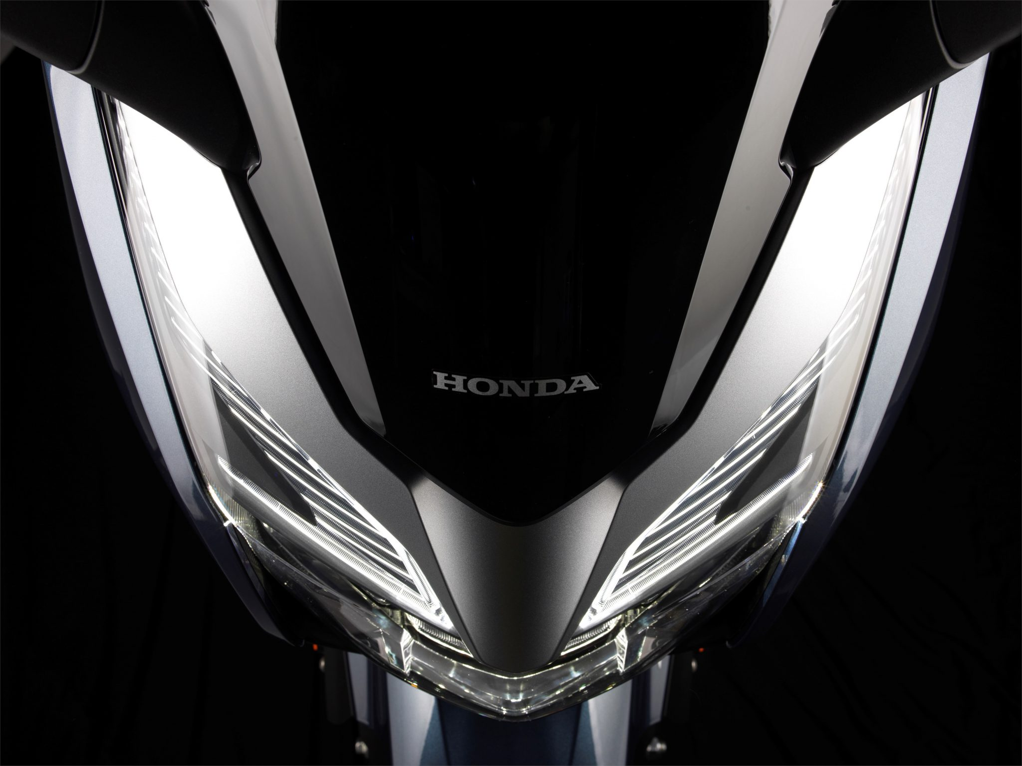 Honda Forza 300 bei Auto Stahl Scheinwerfer Licht Schwarz