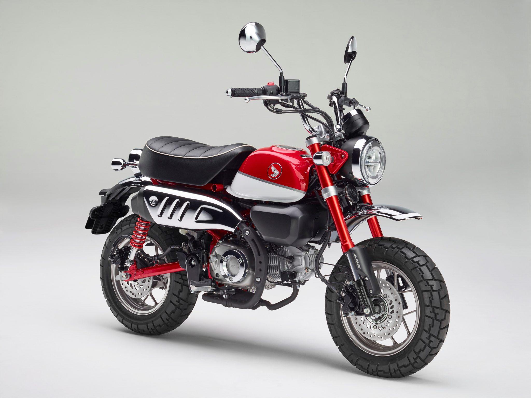Honda Monkey 2018 bei Auto Stahl Seitenansicht Rot Schwarz Frontansicht