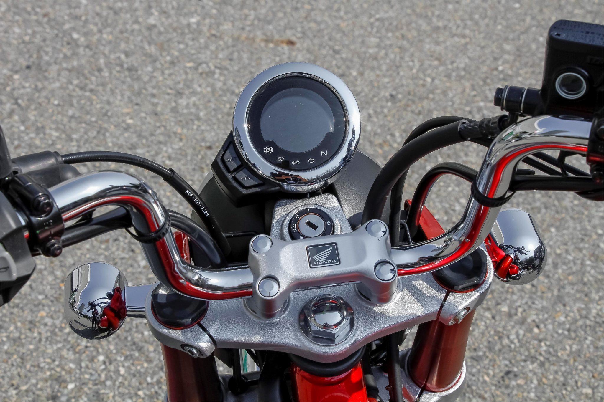 Honda Monkey 2018 bei Auto Stahl Lenker Tacho Silber Rot