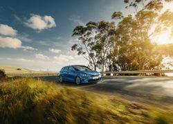 Kia Ceed bei Auto Stahl 2018 Detail Header Blau Kurve Seitenansicht Frontansicht Outdoor