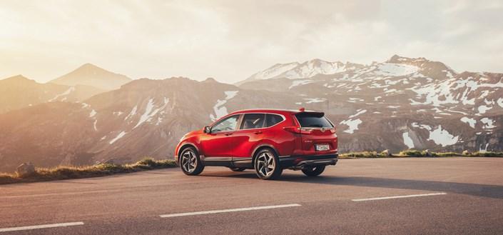 Honda CR-V 2018 Seitenansicht Rot Berge Straße