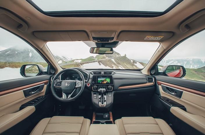 Honda CR-V Benziner Innenansicht Beige Leder Berge