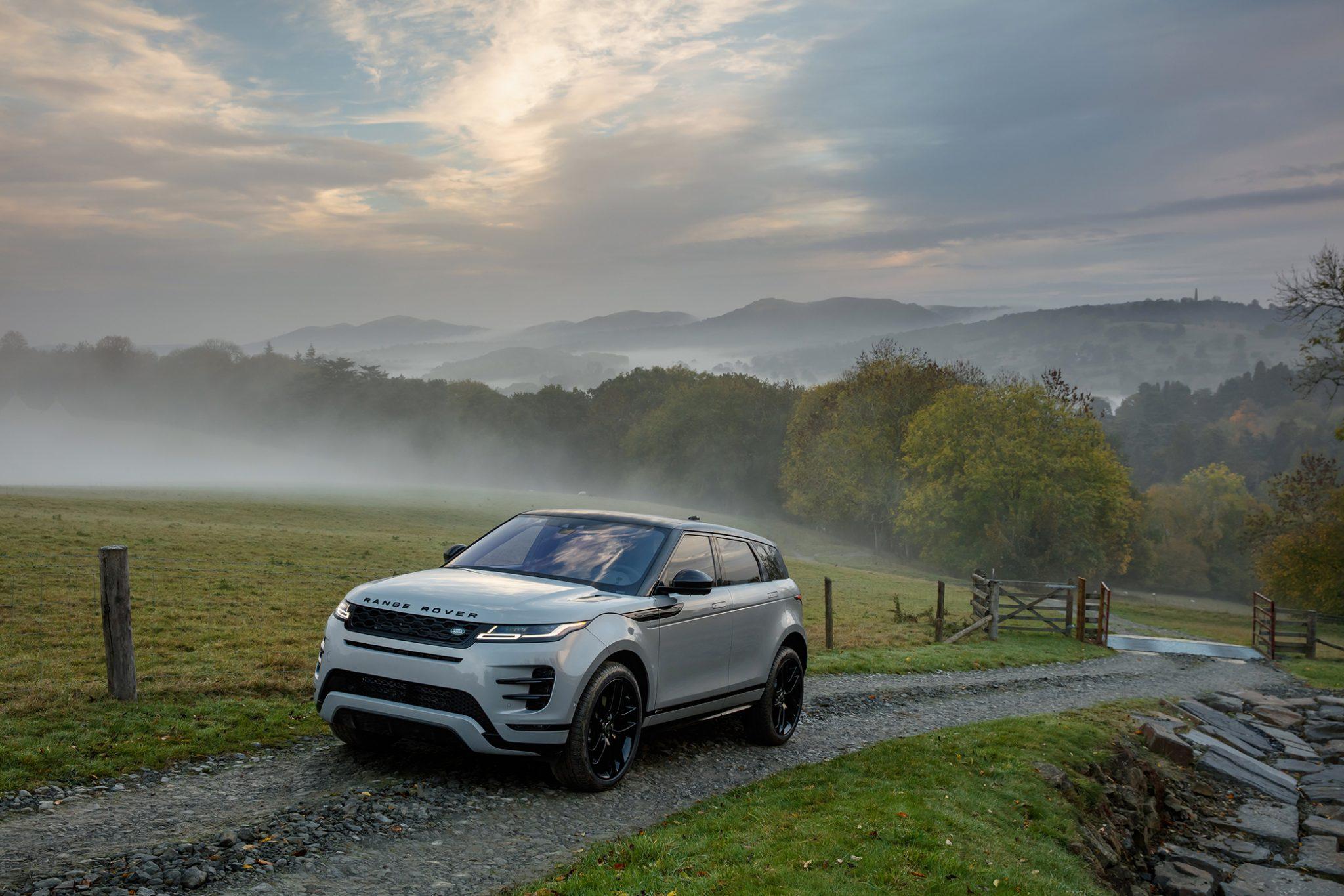 Range Rover Evoque 2019 Seitenansicht Front Silber Landschaft Berge