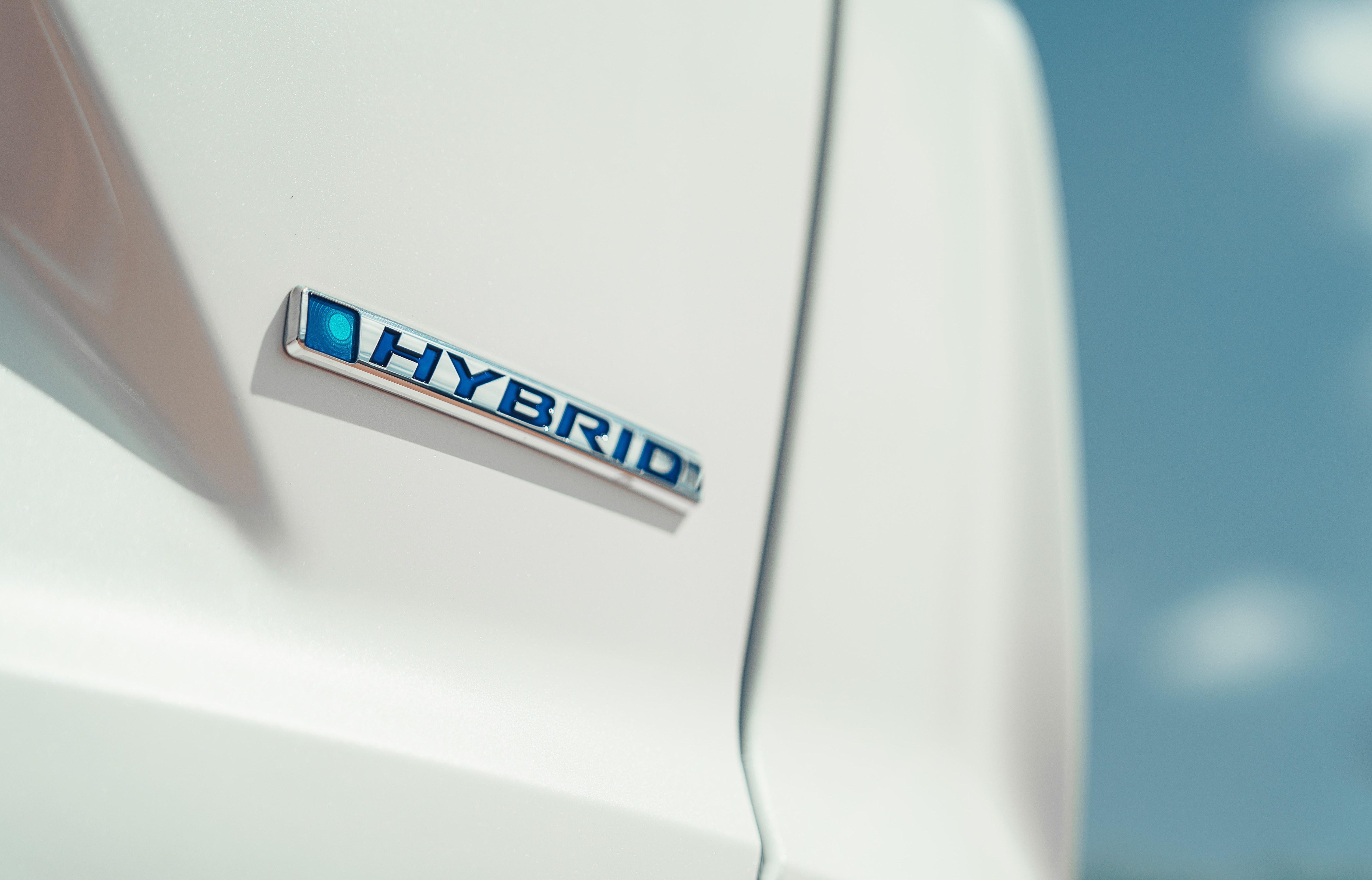 Honda CR-V Hybrid bei Auto Stahl Logo