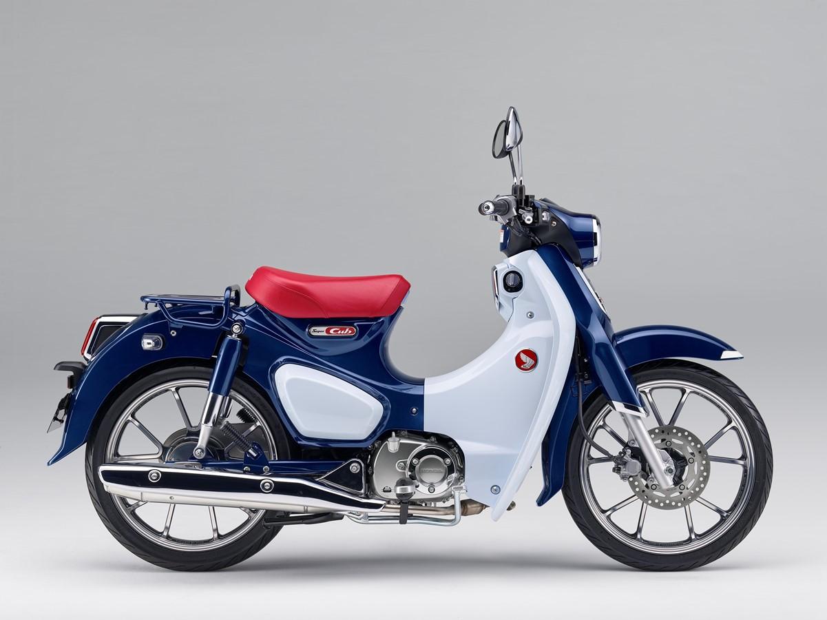 Honda Super Cub 2019 bei Auto Stahl Retro Bike Blau Rot Vintage Roller