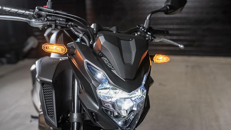 Honda CB500F 2019 bei Auto Stahl Frontansicht Scheinwerfer Blinker Schwarz