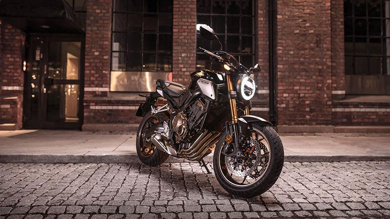 Honda CB650R 2019 bei Auto Stahl Seitenansicht Seitenständer Schwarz Scheinwerfer