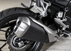 Honda CB500F 2019 bei Auto Stahl Schwarz Silber Auspuff Reifen