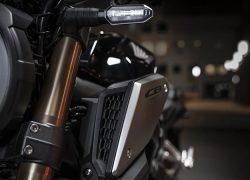 Honda CB650R 2019 bei Auto Stahl Nahaufnahme Lufteinlässe Schwarz