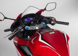 Honda CBR500R 2019 bei Auto Stahl Motorrad Bike Rot Weiß Schwarz Tacho Spiegel Tank
