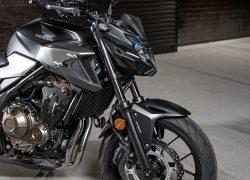 Honda CB500F 2019 bei Auto Stahl Seitenansicht Schwarz Silber