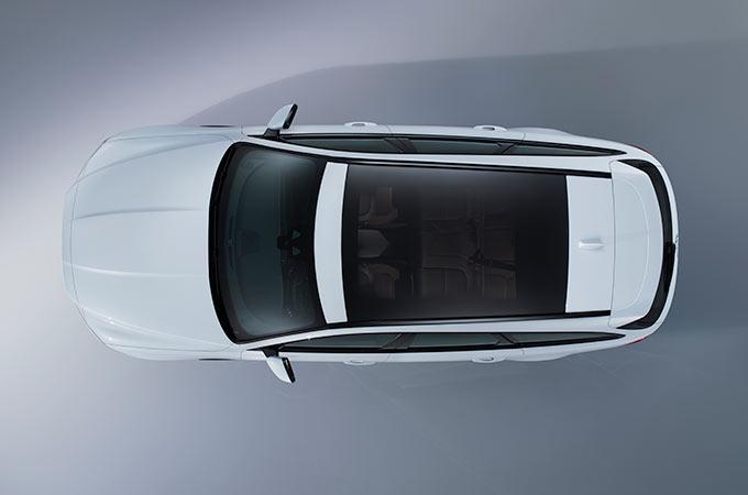Jaguar XF 2019 Auto Weiß Panoramadach Vogelperspektive Schwarz