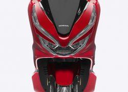 Honda PCX 125 bei Auto Stahl Rot Fronansicht Schwarz Bike