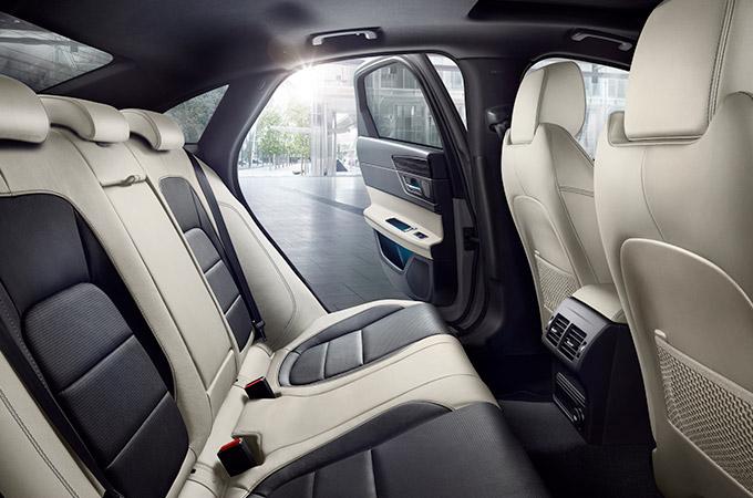 Jaguar XF 2019 Auto Innenansicht Beige Schwarz Leder