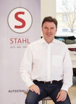 Auto Stahl Verkaufsberater Robert Lung in Wien 23