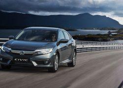 Honda Civic Limousine bei Auto Stahl Seitenansicht auf der Straße