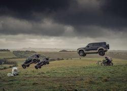 Land Rover Defender bei Auto Stahl Modellbild James Bond