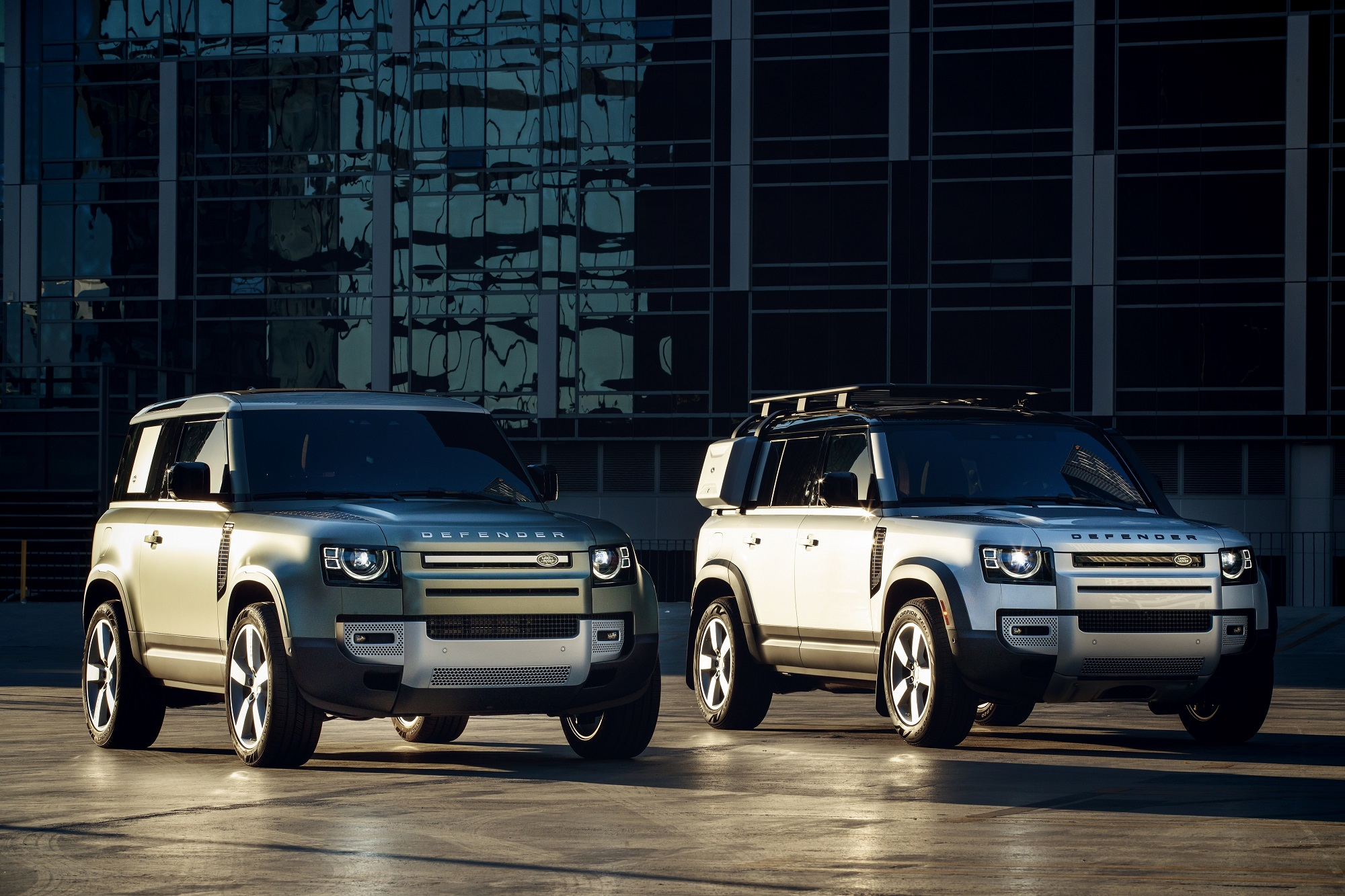 Land Rover Defender 90 bei Auto Stahl Seitenansicht