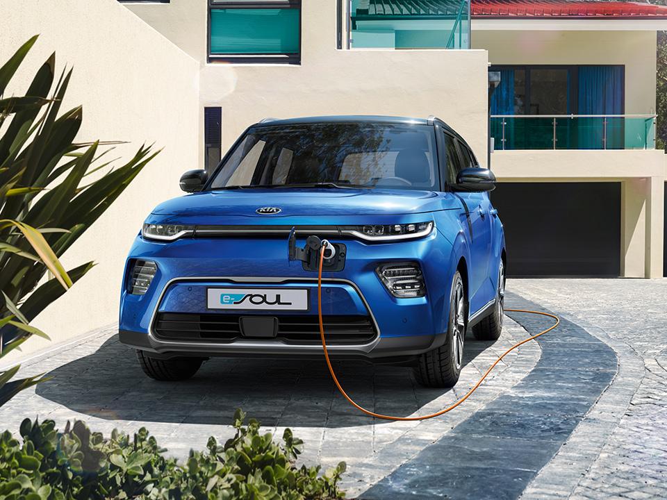 Kia e-Soul Frontansicht Ladestation Strom Auto Stahl