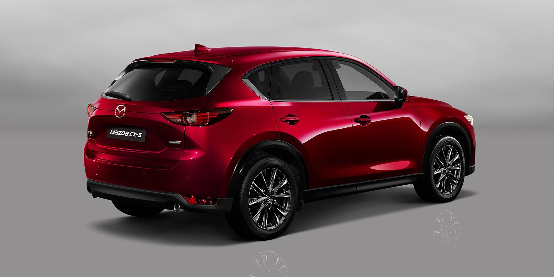 Mazda MX-5 Modellabbildung in schräger Heckansicht, Modellfarbe rot